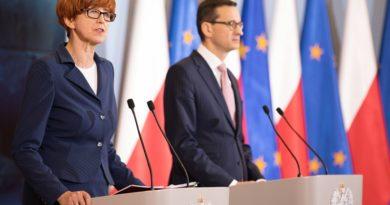 Premier Mateusz Morawiecki i minister Elżbieta Rafalska podczas konferencji na temat polityki senioralnej [FILM]