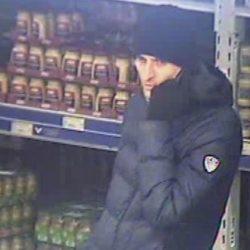 Kradzieży pieniędzy, dokumentów, oraz telefonu komórkowego - Kto rozpoznaje tego mężczyznę? Policjanci chcą ustalić jego tożsamość