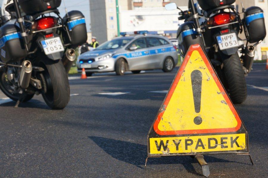 Tragedia na drodze ! Nie żyje 33-letni motocyklista. Zderzył się z ciężarówką.