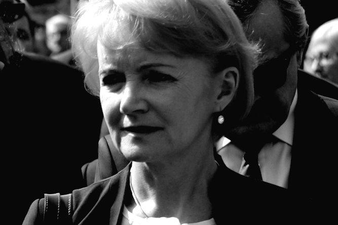 Nie żyje posłanka PiS Jolanta Szczypińska ! W smutku pogrążeni politycy wraz z prezesem.