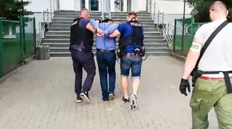Poszukiwany 16. listami gończymi i Europejskim Nakazem Aresztowania. Dynamiczne zatrzymanie przez policjantów kryminalnych [FILM]
