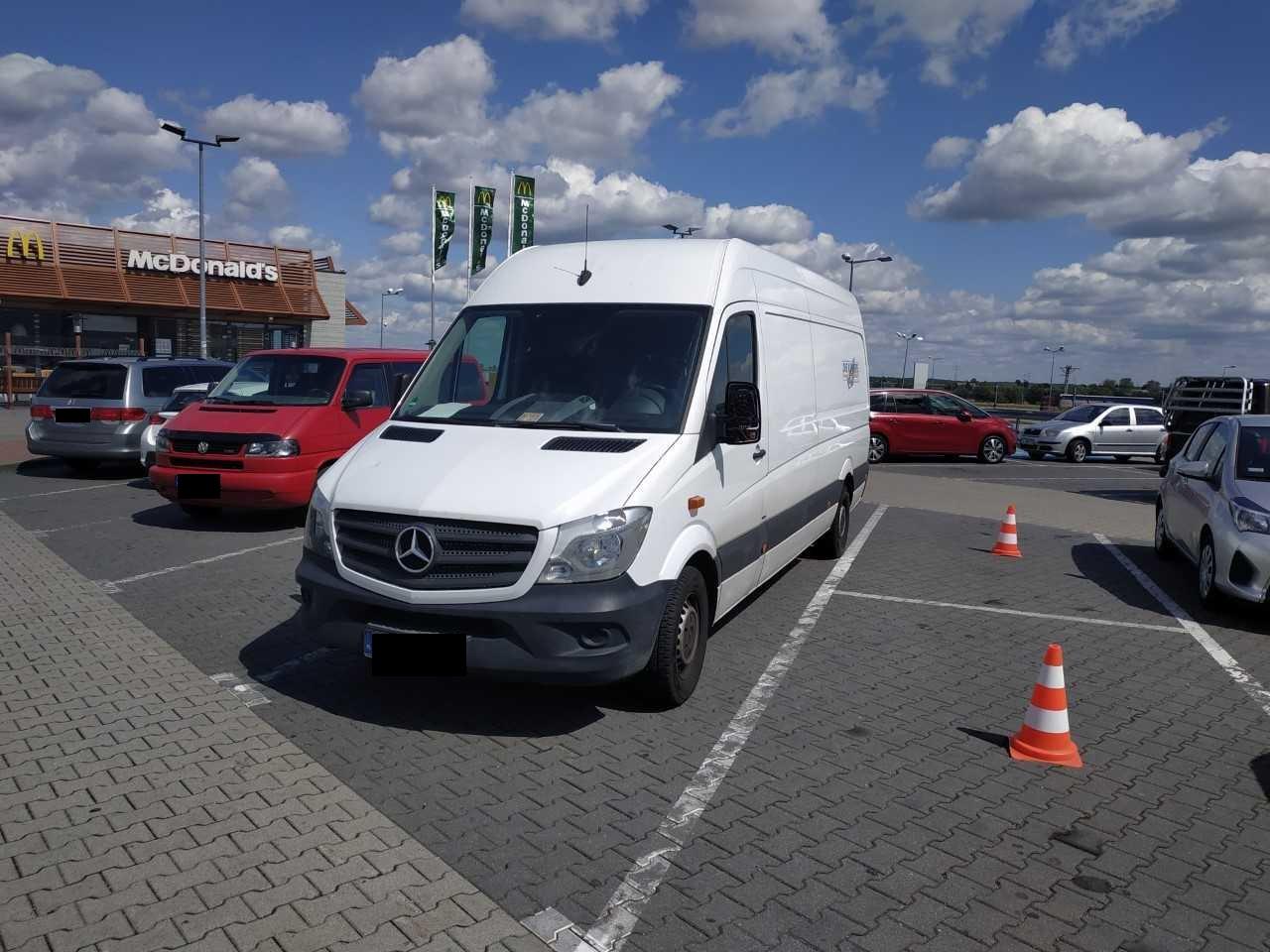 Dwa kradzione Mercedesy Sprintery, o wartości 140 tys zł, odzyskali funkcjonariusze Straży Granicznej
