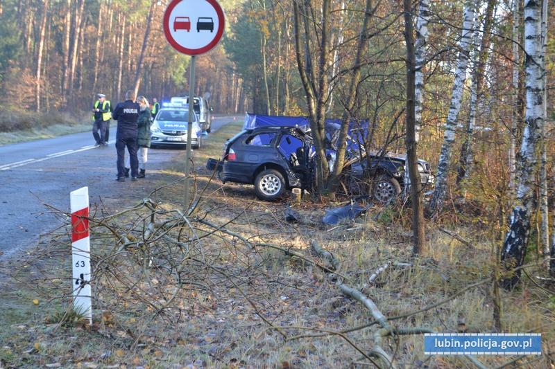 Tragedia na drodze. Nie żyje 34-letnia kobieta. Policjanci apelują o ostrożność