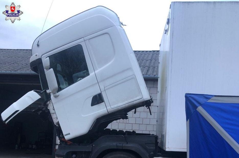 Nie żyje 39-latek! Mężczyzna podczas naprawy samochodu został przygnieciony przez kabinę!