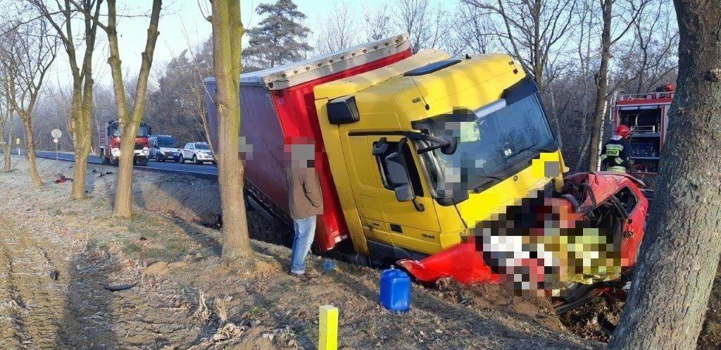 ITD na miejscu śmiertelnego wypadku! W wypadku zginęli kierowca i pasażer auta osobowego