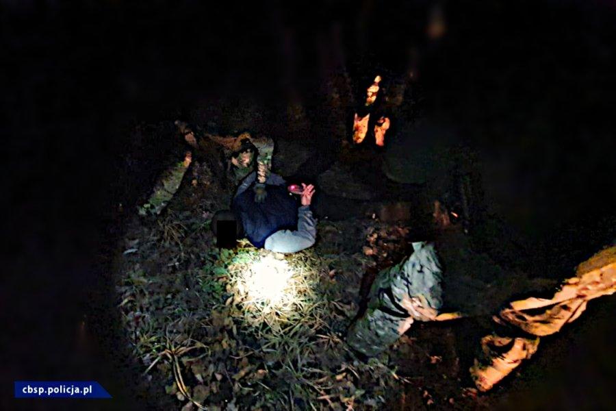 Amfetamina była produkowana nocą w lesie [ZDJĘCIA, FILM]