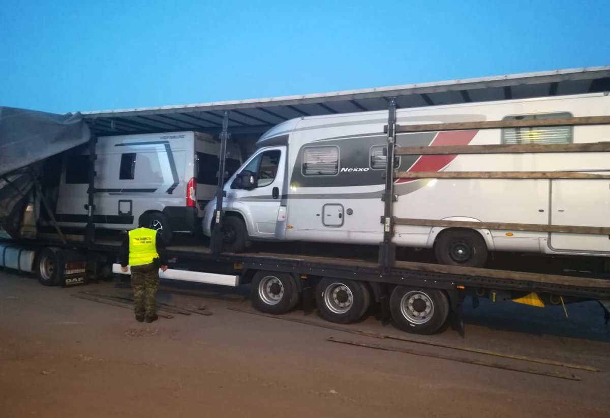 Kradzione kampery o wartości 750 tys. zł. w naczepie ciężarówki