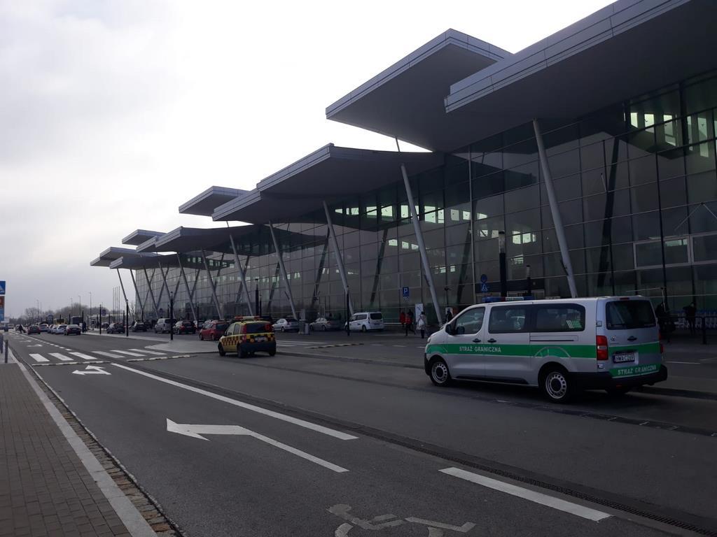 7 poszukiwanych zatrzymano na wrocławskim lotnisku