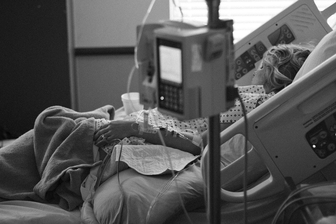 Uwaga! Śmierć 10 kolejnych osób zakażonych koronawirusem. Ponad 230 nowych przypadków zakażenia [AKTUALIZACJA]