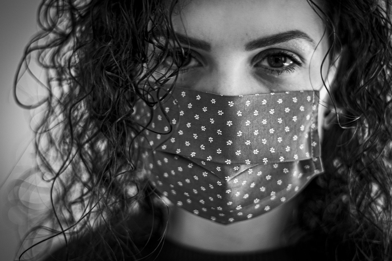 Szumowski: dzisiaj lub jutro decyzja ws. zniesienia obowiązku noszenia maseczek na ulicach