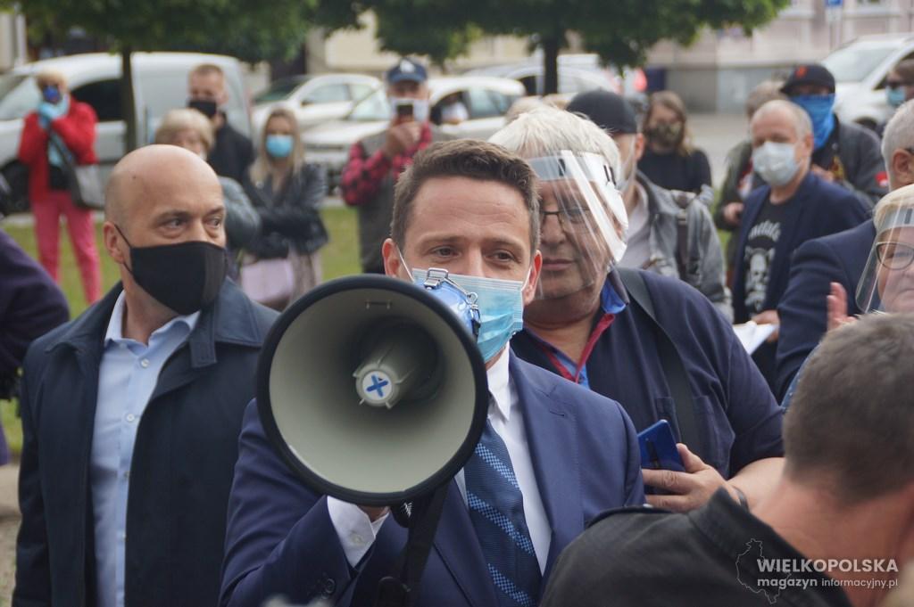 Rafał Trzaskowski zaatakowany na wiecu wyborczym.