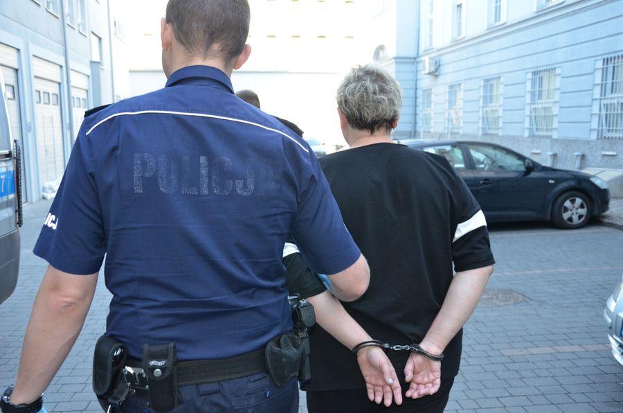 Policjanci zatrzymali kobietę, która ukradła pół miliona złotych