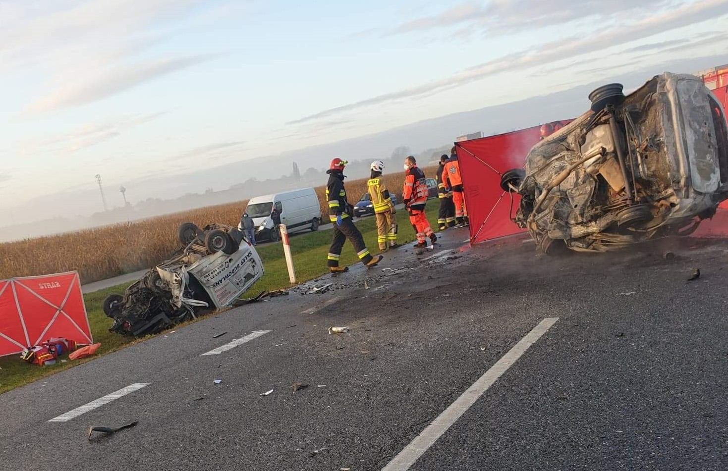 Tragiczny wypadek! Nie żyją trzy osoby. Droga krajowa zablokowana