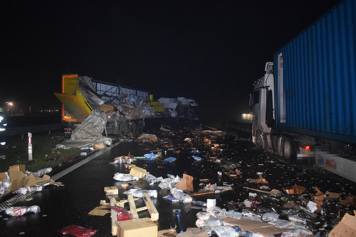 Kolizja dwóch ciężarówek na autostradzie A-1 całkowicie zablokowała ruch w kierunku Gdańska