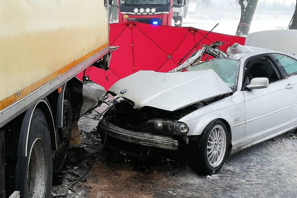 Tragedia na drodze – nie żyje pasażerka auta